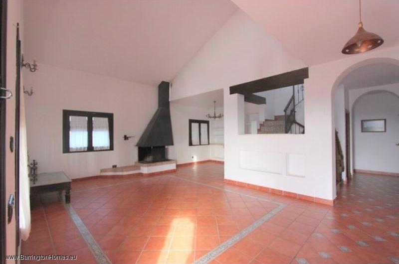 5 Bedroom Finca, Casares. Lounge