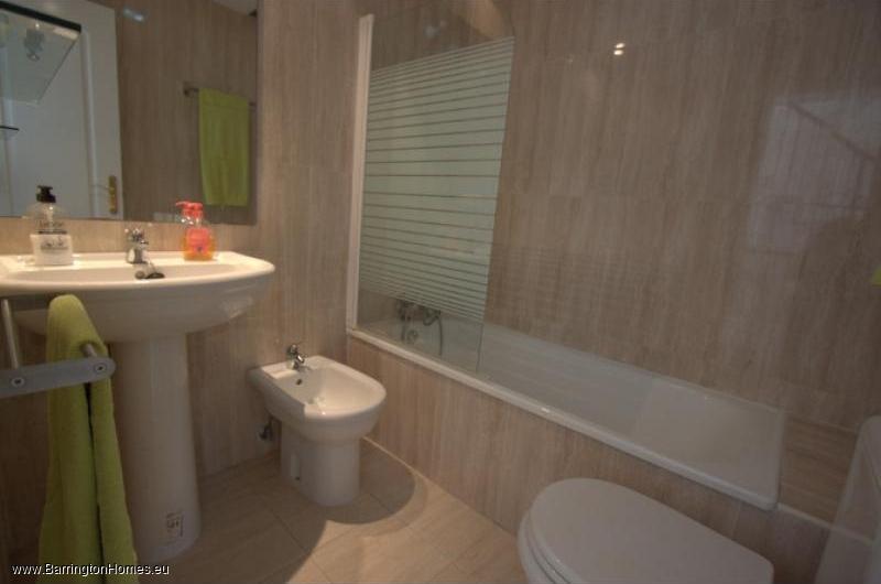4 Bedroom Townhouse, La Borboleta, Duquesa. Bathroom, La Borboleta