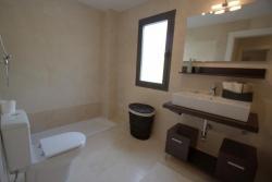 Bathroom, Hoyo 19