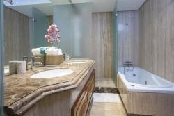 Bathroom, Mar Azul