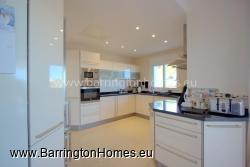 Stunning Modern Fuully Equipped Kitchen