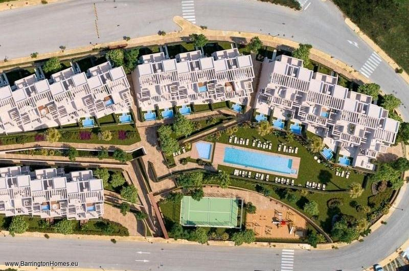 3 & 4 Bedroom Townhouses, Bahia de las Rocas, Duquesa.